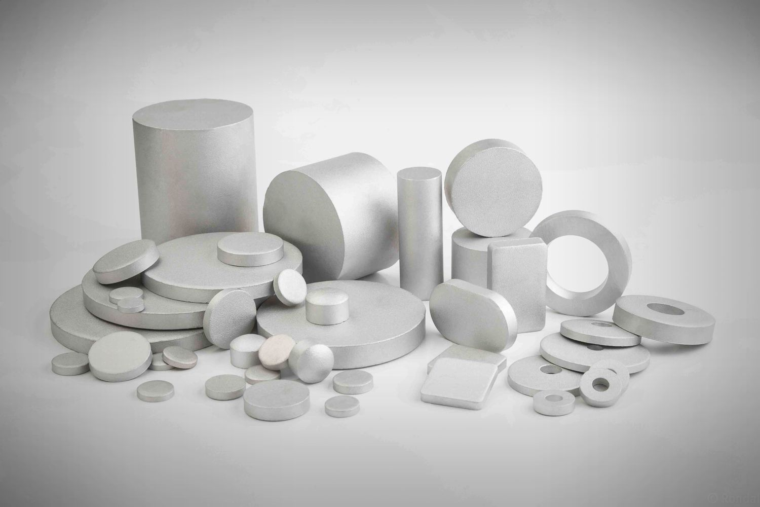 High quality punched and sawn slugs from pure aluminium and aluminium alloys.